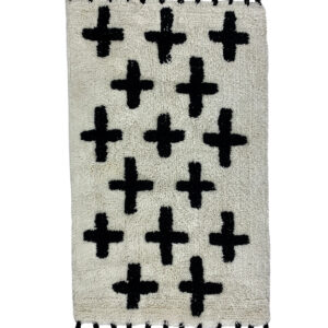 GH565 Blk & Wht bath mat 1. clean